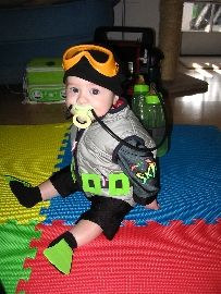 Adorable scuba diving costume for a little one! Must do this! :)