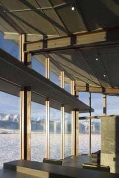 Diseño de moderna casa pequeña con grandes ventanas | Construye Hogar