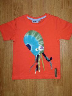Camiseta personalizada a mano con botones, telas y fieltro. Pop, Pulpo, Octopus, Poulpe.
