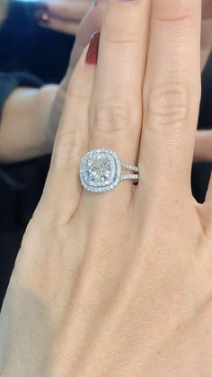Top Engagement Rings, Engagement Ring Shapes, Expensive Engagement Rings, Gold Earrings Designs, Ring Designs, Big Wedding Rings, Bling Wedding, Bridal Rings, Or Rose