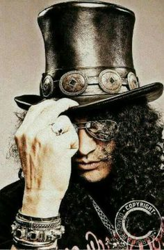 Well this is my favorite guitar player of all time (Slash from Guns 'N Roses) (Top Hat Men) Rock And Roll, Pop Rock, Music Love, Music Is Life, Good Music, Uk Music, Heavy Metal, Trip Hop, Axl Rose