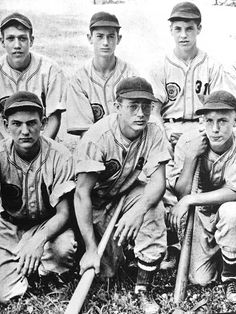 JAMES DEAN ♡ Jimmy posing with his baseball team mates. Jimmy is in the only one wearing glasses. Year: 1948 Age of Jimmy: 17 years old