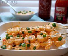 skinny bang bang shrimp! made with greek yogurt. PERFECT! Seafood Appetizers, Seafood Dishes, Yummy Appetizers, Appetizer Recipes, Dinner Recipes, Bang Bang Shrimp, Clean Eating, Healthy Eating, Cooking Recipes