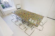 11 idées déco avec des LEGO Table Lego, Lego Desk, Unique Furniture, Diy Furniture, Furniture Design, Building Furniture, Painted Furniture, Mesa Lego, Van Lego