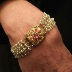 gold, rubies, freshwater pearls, This type of gold bracelet set with precious stones and refined work is typically moghul. India Jewelry, Temple Jewellery, Pearl Jewelry, Wedding Jewelry, Antique Jewelry, Jewelery, Gold Jewelry, Gold Bangles, Gold Necklace