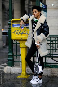 Fur with some beats and adidas Best Street Style, Street Style Outfits, Street Style Looks, Looks Style, Street Style Women, Fall Outfits, Fashion Outfits, My Style, Street Fashion Tumblr