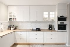 Biała kuchnia klasyczna - Darex Szczecin Paint Colors For Living Room, New Kitchen, Interior Design Living Room, Beautiful Homes, Kitchen Design, Sweet Home, Kitchen Cabinets, New Homes, Decoration