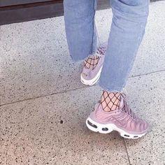 Sneakers women - Nike Air Max Plus Satin (©planckie_brewster)