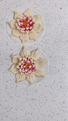 Cake Decorating Videos, Cake Decorating Techniques, Cookie Decorating, Fondant Flower Tutorial, Fondant Flowers, Fondant Bow, Bow Tutorial, Cake Tutorial, Fondant Cakes