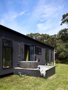 Completed in 2018 in Fish Creek, Australia. Images by Armelle Habib, Tom Ross. Among towering trees of Fish Creek sits a small, off-the-grid holiday home that eschews clichés of traditional beachside escapes - a sustainable. Outdoor Baths, Outdoor Bathrooms, Off Grid House, Off The Grid Homes, Casas Containers, Fish Creek, Airstream Interior, Shed Homes, Beach Shack