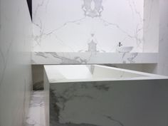 Spectacular bathtub done with Estatuario, from the latest collection of Neolith: Classtone. This material can be used for a variety of different applications including countertops, wall cladding and flooring!