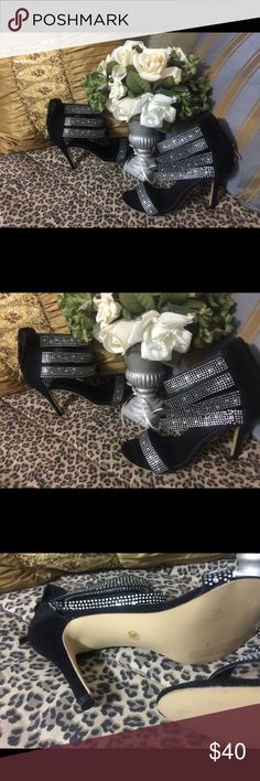Beautiful Black Formal Heels SZ 9/39 Be the talk of the party in these beautiful strappy heels! Shoes Heels