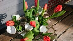 Foråret er godt igang og i den kommende weekenden hedder det allerede 1. april. Men hvor er det fantastisk med alt den sol, skønne dufte af ting der springer ud og fuglekvidder i luften. Man bliver SÅ glad i låget 🙂 Det betyder (desværre) også at det er ved at være slut for tulipan sæsonen.Continue Reading