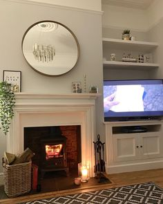 Tonight we watched Bohemian Rhapsody. What a fab film I really enjoyed it. I'm probably going to have Queen on repeat for the next 2 weeks… New Living Room, Interior Design Living Room, Home And Living, Living Room Designs, Living Room Decor, Cozy Living, Victorian Living Room, Edwardian House, Living Room Accessories