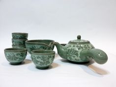 This Korean traditional porcelain tea set is used in Korean households to drink tea: mainly green tea but also Korean native tea leaves.