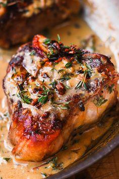 Pan-seared Lamb Chops with Garlic Mustard Thyme Sauce Lamb Recipes, Meat Recipes, Dinner Recipes, Cooking Recipes, Lamb Loin Chops, Grilled Lamb Chops, Baked Lamb Chops, Lamp Chops Recipe, Gastronomia