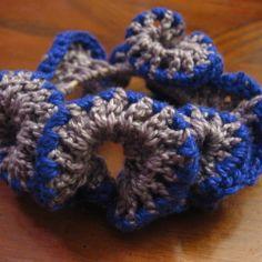 Hyperbolic Scrunchie - free pattern on Cayenne's Yarncraft via mooglyblog.com