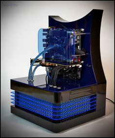 Custom-built PC created by Danish master computer builder Mads Bendtsen (aka DluXe), made of Plexiglas, stainless steel, nylon, and other lovely components. Diy Computer Case, Computer Setup, Computer Technology, Gaming Computer, Computer Science, Pc Gaming Setup, Gaming Pcs, Pc Setup, Gaming Station