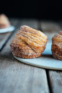 halfway homemade cinnamon sugar cruffins made with puff pastry the farmers daughter lets bake something Puff Pastry Dough, Frozen Puff Pastry, Puff Pastry Sheets, Cinnamon Rolls Puff Pastry, Puff Pastry Croissant, Puff Pastry Desserts, Puff Pastry Recipes, Brunch Recipes, Sweet Recipes