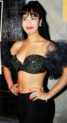 Selena was perfect from head to toe. Selena Quintanilla Perez, Corpus Christi, Selena And Chris, Selena Selena, Selena Pictures, Divas, Brigitte Bardot, Jennifer Lopez, Role Models