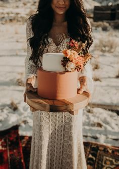 Small peach wedding cake with bohemian orange coral flowers Small Wedding Cakes, Floral Wedding Cakes, Wedding Cake Designs, Boho Wedding, Wedding Mandap, Wedding Stage, Wedding Receptions, Orange Wedding Cakes, Tiered Wedding Cakes