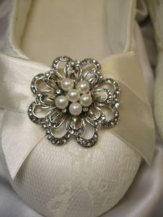 Wedding Shoes Vintage Inspired Flower Pearl and Crystal Brooch Bridal Flats Ivory or White Bridal Ballet Shoes Lace Bow Brooch Shoes