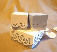 Lace wedding favour boxes