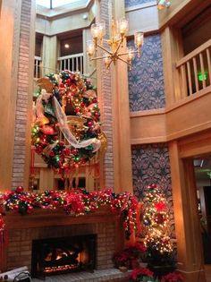 Geneva Inn: Central fireplace (at Christmas)
