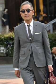 MItyp: on the street . Modern Gentleman, Gentleman Style, Thom Browne, Mens Fashion Suits, Mens Suits, Ivy Style, Classic Suit, Men's Coats And Jackets, Gray Suits