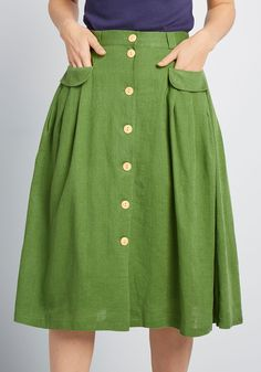 This green midi skirt from our ModCloth namesake label is an easy pairing for feminine blouses, retro graphic tees, and just about any other separate. Black Midi Skirt, Pleated Skirt, High Waisted Skirt, Pantalon Bleu Marine, Mein Style, Vintage Pants, Mode Chic, Black Girl Fashion, Skirt Outfits
