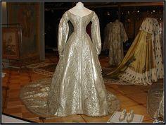 Robe, tissu d'argent, de cérémonie de l'a Tsarine Alexandra Feodorovna