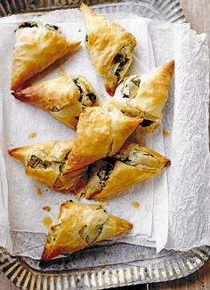 Spinach, feta and onion parcels Spinach puff pastry pies and feta are a classic combination and work really well with the zing of preserved lemon. Try it in these vegetarian filo parcels which make a great, simple starter, snack or lunch Greek Recipes, Veggie Recipes, Appetizer Recipes, Vegetarian Recipes, Healthy Recipes, Vegetarian Tapas, Vegetarian Appetizers, Chinese Recipes, Sausage Recipes