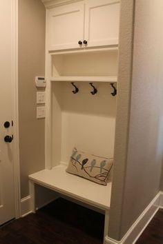 How To Make A Mini But Mighty Makeshift Mudroom Diy