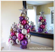 de baux sapins de Noël artificiels en boules de Noël multicolores