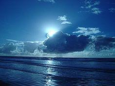 """""""Assim diz o SENHOR: Não se glorie o sábio na sua sabedoria, nem o forte, na sua força, nem o rico, nas suas riquezas; mas o que se gloriar, glorie-se nisto: em me conhecer e saber que eu sou o SENHOR e faço misericórdia, juízo e justiça na terra; porque destas coisas me agrado, diz o SENHOR."""" (Jeremias 9.23,24)"""