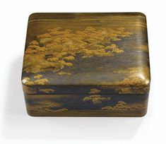 A LACQUER BOX AND COVER, JAPAN, 19TH CENTURY