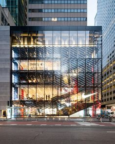 Image 1 of 6 from gallery of Nike's New York Temple to Victory Pushes Trust in the Consumer. Courtesy Nicholas Calcott, via Metropolis Magazine Mall Design, Retail Design, Store Design, Retail Facade, Shop Facade, Retail Architecture, Architecture Details, Nike Retail, Metropolis Magazine
