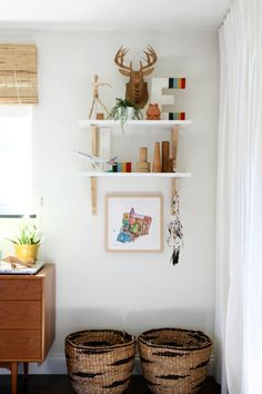 frame your favorite kids art for mom / a la @housetweaking