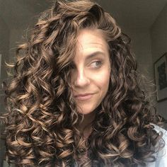 This is Why Your Wavy Hair Won't Clump curly hair trends This is Why Your Wavy Hair Won't Clump Curly Hair Routine, Curly Hair Tips, Curly Hair Care, Long Curly Hair, Curly Hair Styles, Natural Hair Styles, Natural Wavy Hairstyles, Style Curly Hair, Frizzy Wavy Hair