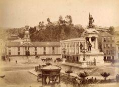 Plaza de la Intendencia (hoy Plaza Sotomayor) en 1888 Antigua foto de la Plaza de la Intendencia (hoy Plaza Sotomayor) de Valparaíso, y el Monumento a los Héroes de Iquique en el año 1888. El edificio de atrás, la Intendencia de Valparaíso, fue construida en 1831. Con el Terremoto de 1906, queda totalmente destruida, por lo que se proyecta en ese mismo lugar el actual edificio de la Comandancia en Jefe de la Armada (construido en 1910).  Fotografía de Félix LeBlanc.  - EnterrenoEnterreno