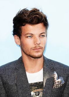 I love the color of his eyes!! Louis Tomlinson