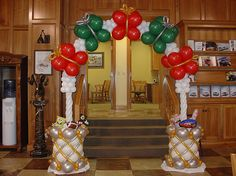 Tammy Corzine designed and created this amazing, air-filed Christmas arch--WOW! Balloon Hat, Balloon Arch, Balloon Garland, The Balloon, Christmas Arch, Christmas Balloons, All Things Christmas, Balloon Centerpieces, Balloon Decorations