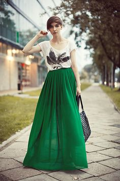 This emerald maxi skirt is so lush. I love the whole look!
