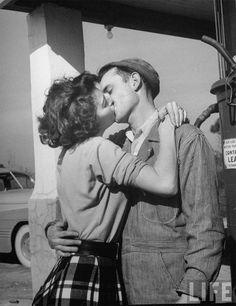 1950's kiss.