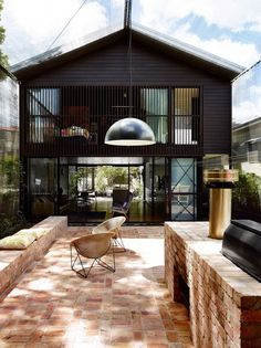 Oxlade Drive House / James Russel Architect