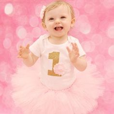 First Birthday Outfit Girl Girl Bday Outfit First Bday Peppa Pig Birthday Outfit, First Birthday Outfit Girl, Pink Birthday, Tutu Rose, Pink Tutu, Flores Shabby Chic, Perfect Outfit, Color Rosa Claro, Kids