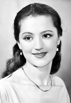 Ariadna Shengelaja was born January 13, 1937 in Tashkent, nee Shprink. Fine aristocratic beauty and ancient Greek name - Ariadna played a role in the fate of beauty: all vying predicted girl only theatrical career, but she herself wanted to shine on the stage with the school years. Having secondary education, she enrolled in the All-Union State Institute of Cinematography, in an acting workshop Belokurov.