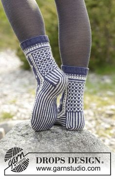 Free knitting pattern – Lofoten Socks by DROPS Design – Knitted socks with multicolored Norwegian pattern. Size 35 – 43 The work is knitted in DROPS Lima. Drops Design, Lofoten, Fair Isle Knitting, Knitting Socks, Knitting Patterns Free, Free Knitting, Free Pattern, Magazine Drops, Designer Socks