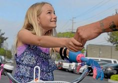 7-year-old Lakewood girl gets a new 'robohand' through 3D printing technology