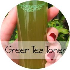 A perfect DIY Green Tea toner for those looking for an inexpensive way to enhance your skin care regime, and who isn't Green Tea is loaded with healthy benefits for skin including, reduces inflammation, increases skin elasticity, reduce the appearance of Oily Skin Care, Skin Care Tips, Face Skin Care, Hair And Beauty, Diy Beauty, Beauty Tips, Beauty Ideas, Beauty Products, Beauty Secrets